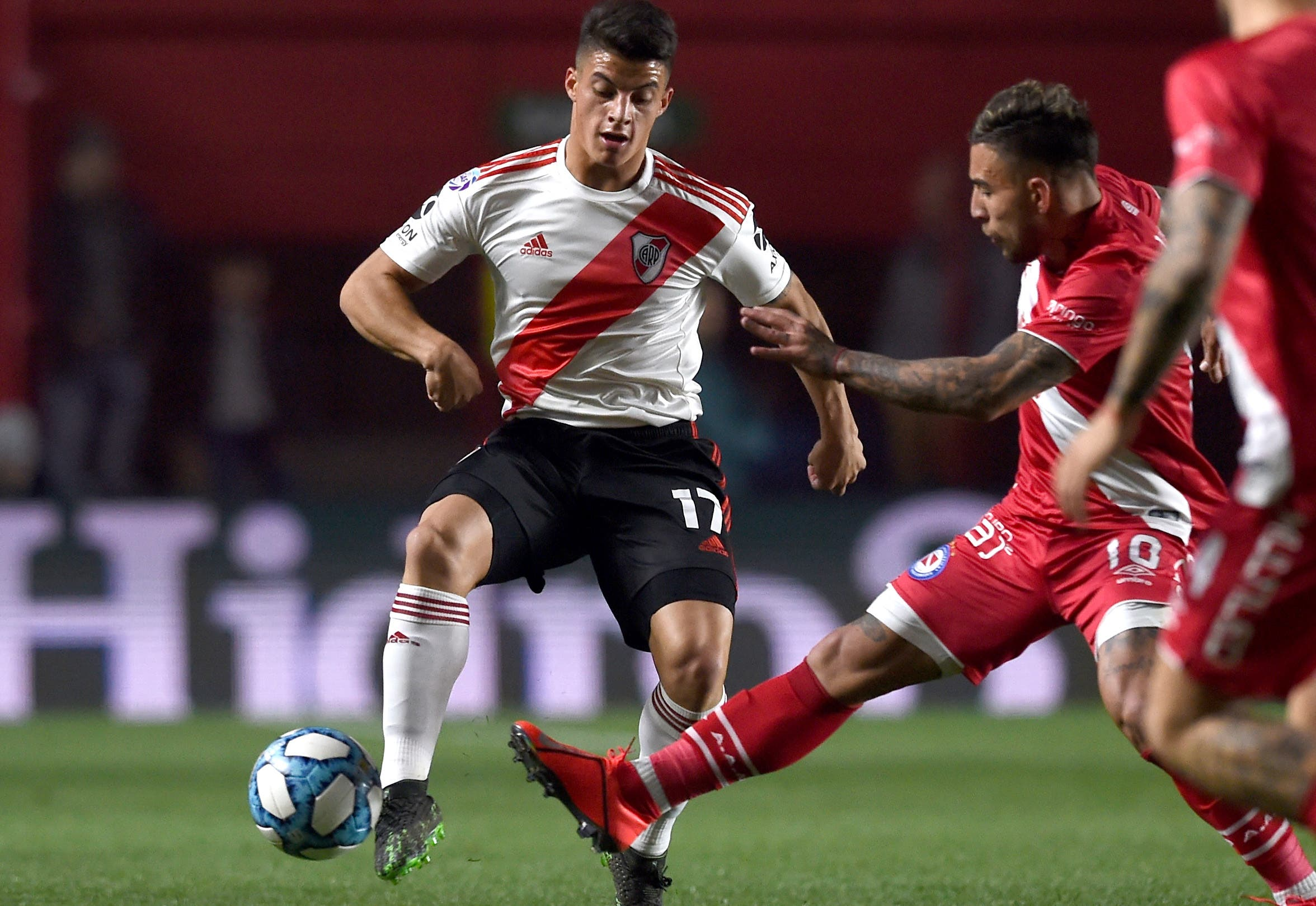 Argentinos le gana a River en La Paternal por un remate de Batallini que se desvió en Suárez