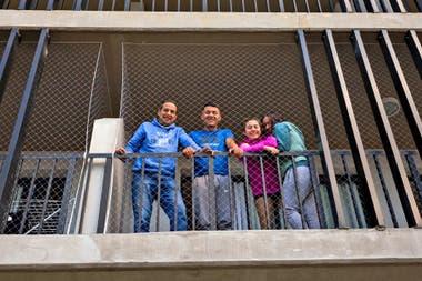Las familias van llegando al barrio y se adaptan a la soledad de las calles a la espera esperan que lleguen nuevos vecinos y sobre todo los comercios y todos los servicios