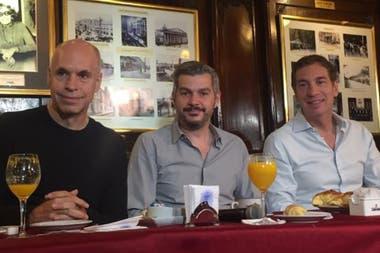 Los dirigentes de Juntos por el Cambio en el café Tortoni
