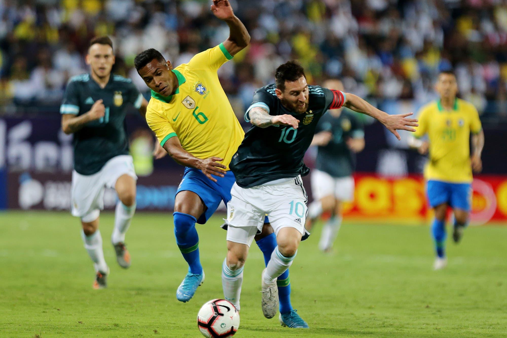 Argentina-Brasil: el penal errado por Gabriel Jesús y el que Alisson le atajó a Messi pero igual terminó en gol