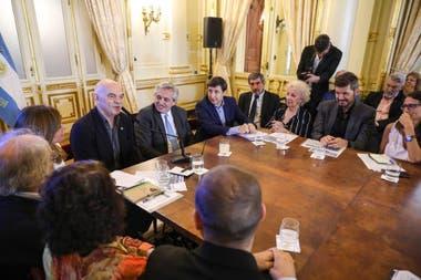 En la primera reunión del Consejo participaron distintas personalidades como el escritor Martín Caparrós y el conductor Marcelo Tinelli, entre otros.