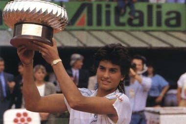 15) El festejo de Sabatini en Roma 1988, el primero de los cuatro títulos que ganó en el Foro Itálico, que con los años se convirtió en Gabylandia.