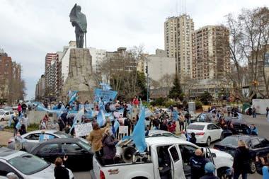 La caravana en Mar del Plata volvió a convocarse frente al monumento a San Martín
