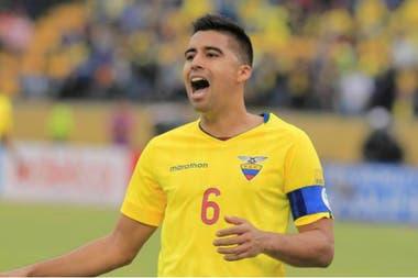 Christian Noboa, uno de los experimentados futbolistas que no formará parte del partido contra Argentina y que Alfaro tiene en consideración para su proyecto