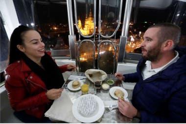 Cada cápsula del Budapest Eye pudo recibir hasta cuatro comensales, que disfrutaron de la comida y la vista en soledad