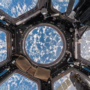 Nuages sur l'un des océans de la Terre, vue depuis le dôme de l'ISS