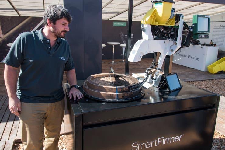 Sensores. Juan Roncoroni, de Precision Planting, con el sistema para hacer medición del ambiente en tiempo real