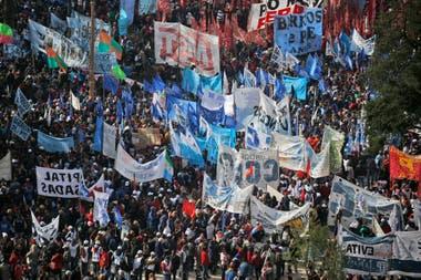 La Marcha Federal llegó a la Plaza de Mayo desde diferentes accesos de la Capital Federal