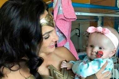 Wonder Woman 1984 se está rodando actualmente en Alexandria, Virginia, muy cerca del hospital infantil que Gadot visitó este sábado