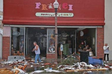 El huracán Michael perdió fuerza pero golpeó duro a Florida: varias casas destrozadas y al menos dos muertos