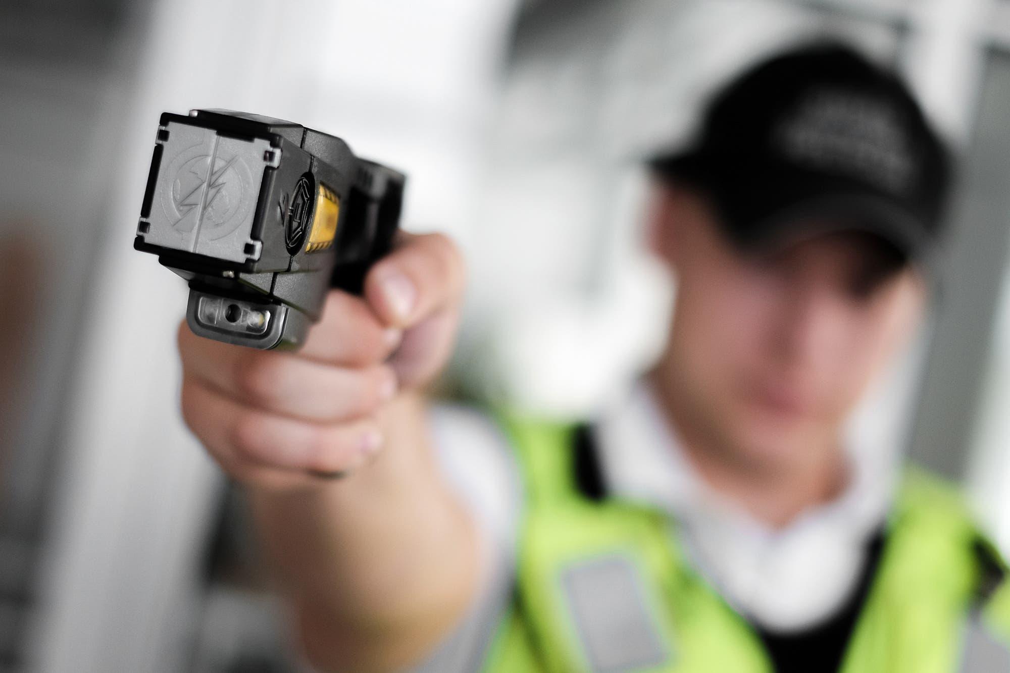 El Ministerio de Seguridad elimina los protocolos de Patricia Bullrich y suspende el uso de pistolas Taser