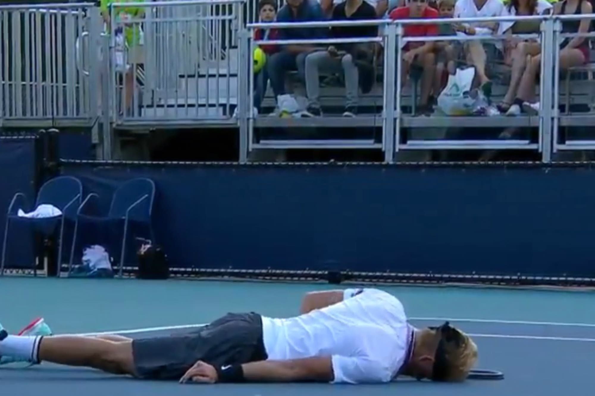 Impactante colapso de un tenista en el torneo de Miami: acalambrado y exhausto, no pudo seguir jugando