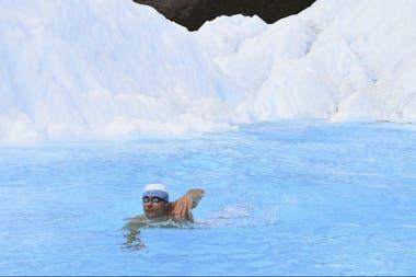 Matías nadando en Siberia