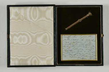 Lapicera de oro y lápiz con su caja, perteneciente a Charles Dickens