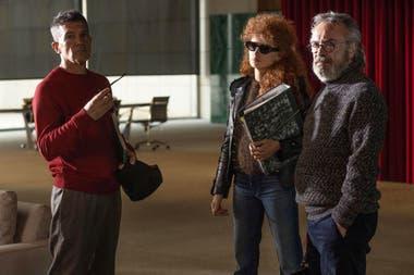 Antonio Banderas, Penélope Cruz y Oscar Martínez en una escena de Competencia oficial, la película dirigida por Gastón Duprat y Mariano Cohn que retomará su rodaje en septiembre en España