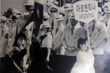 16) Gabriela fue elegida para ser la imagen argentina más importante en Seúl 1988: le tocó ser abanderada.