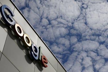 EL CIELO ES EL LÍMITE. El popular logotipo de Google se destaca en el edificio de la compañía en Zurich