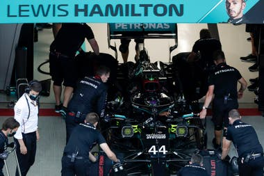 Con el Mercedes, que siempre ganó en Sochi, Lewis Hamilton larga desde la pole en el Gran Premio de Rusia