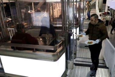 El restaurante húngaro Costes, de una estrella Michelin,sirvió un menú de cuatro pasos en el Budapest Eye