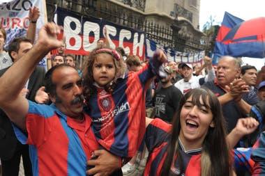 Hinchas de San Lorenzo festejan en las calles de Boedo