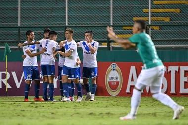 Los jugadores de Vélez celebran uno de los goles de Vélez en el 5-1 de los de Liniers a Deportivo Cali. El Fortín está en cuartos de final de la Copa Sudamericana.