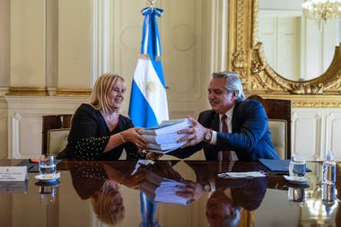Fernández y Losardo, con el documento del consejo de juristas