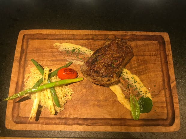 Receta de Quinoa con queso de oveja, puré de berenjenas y tomates asados