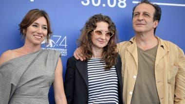 Lola Dueñas, Lucrecia Martel y Daniel Giménez Cacho presentando Zama en el festival de Venecia de 2017