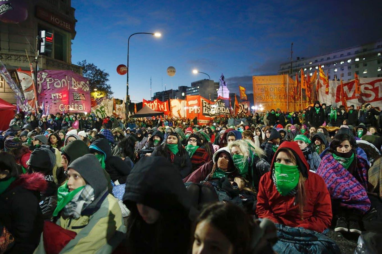 Debate por el aborto, la vigilia en los alrededores del Congreso