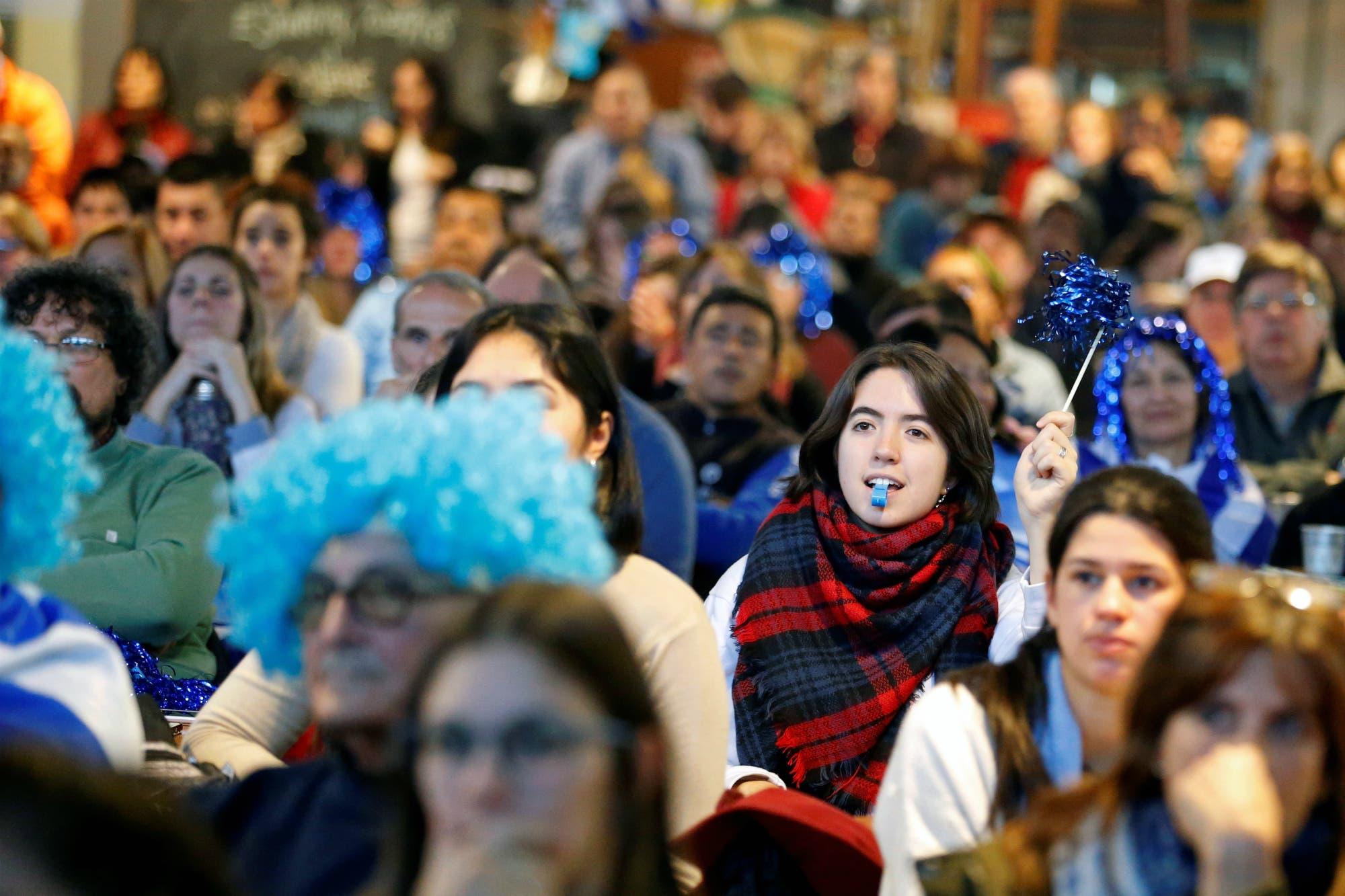 Con sensaciones encontradas, Uruguay también se paralizó frente a la TV con Argentina-Nigeria