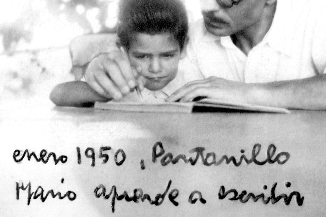 """Mario, hijo del autor de """"Sobre héroes y tumbas"""", presenta """"La imposible melancolía"""" en el que evoca su vida y la de su padre; """"él también me enseñó, sin querer, los caminos que no debía transitar""""."""