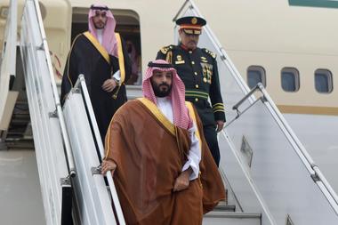 Mohammed ben Salman arribó al aeropuerto de Ezeiza, rodeado de un fuerte operativo de seguridad