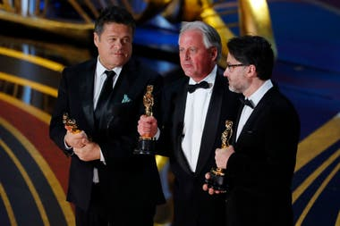 Paul Massey, Tim Cavagin y John Casali aceptan el Oscar por Bohemian Rhapsody