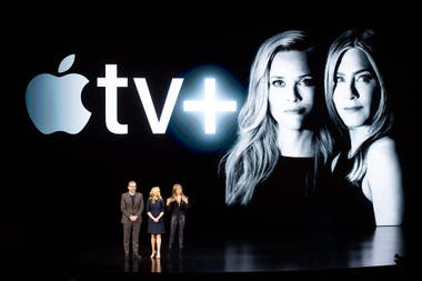 El actor Steve Carell y las actrices Reese Witherspoon y Jennifer Aniston hablaron durante el evento de presentación de Apple TV de su serie The Morning Show
