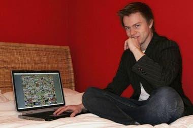 Alex Tew en 2005 junto a su idea millonaria: el sitio web llamado The Million Dollar Homepage