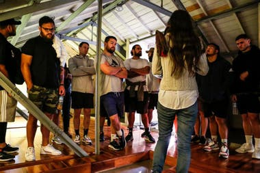 Los All Blacks, durante la visita a la ESMA