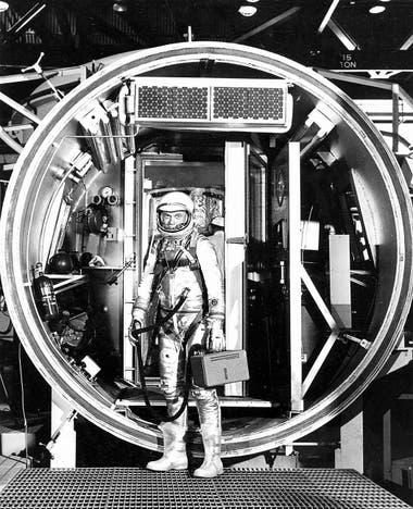 Neil Armstrong, en el centro de operaciones de Merritt Island, Florida