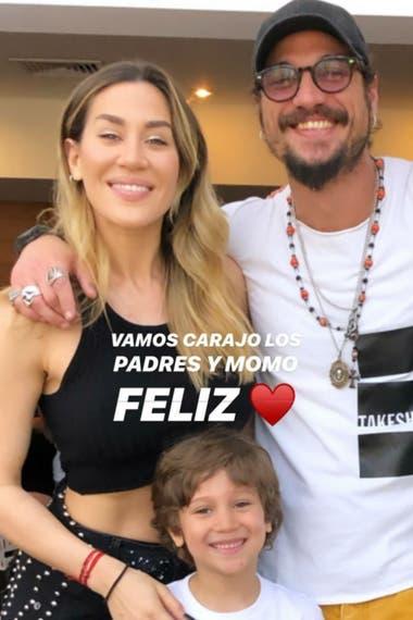 Foto que posteó la cantante el pasado fin de semana en la celebración de la fiesta de egresados de su hijo, en la que posa sonriente junto a su exnovio