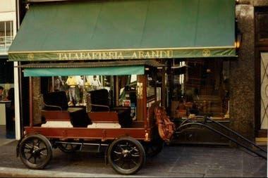 Otro de sus negocios fue poner un local de carruajes y una galería de arte de pintores costumbristas