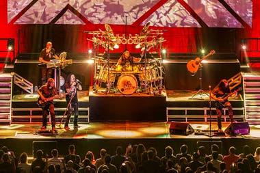 Dream Theater, la banda de metal progresivo originaria de Massachusetts atrapó al público en un recorrido sonoro de 20 años