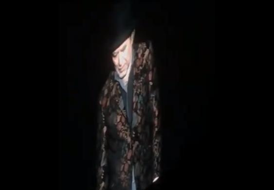 Así fue el momento de la caída de Joaquín Sabina en un escenario de Madrid