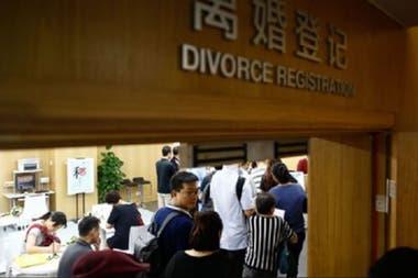 Las oficinas para registrar los divorcios no dieron a basto en la ciudad de Xian (la foto es de archivo, ahora las citas se organizan para que no haya gente en los pasillos de espera)
