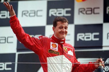 El rostro de sorpresa de Michael Schumacher, tras la consagración en el Gran Premio de Gran Bretaña de 1998; la magnífica estrategia de Ross Brawn le posibilitó sumar un triunfo inesperado, sin cruzar por la recta principal