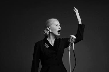 El musical Eva, estrenado en el Maipo en 1986, fue uno de los hitos sobresalientes de su carrera, sostenido en su talento, la empatía ideológica y un gran parecido físico con Eva Perón