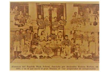 Alumnos de English High School, el colegio fundado por Alexander Watson Hutton que dio lugar al famoso Alumni de principios del siglo XX, el primer equipo de época del fútbol argentino.