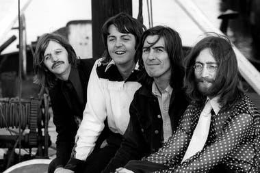 Ringo Starr, Paul McCartney, George Harrison y John Lennon en Inglaterra