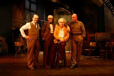 Mineros, uno de los tantos éxitos teatrales de Hugo Arana junto a Jorge Marralle, Juan Leyrado y Darío Grandinetti