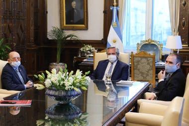 Alberto Fernández y Martín Guzmán recibieron al empresario Alfredo Coto
