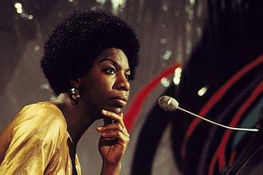 Nació como Eunice K. Waymon y adoptó el seudónimo de Nina Simone con el que la conoció y la sigue conociendo el mundo