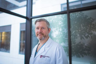Matthew Carty, médico de Stickney. El procedimiento de amputación que Carty realiza está diseñado para mejorar la fuerza y el potencial de la extremidad que se conserva.